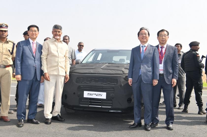 Shri N Chandrababu Naidu and Mr. Bonkil and Mr. Han Woo Park test drive the SP2i Prototype.JPG