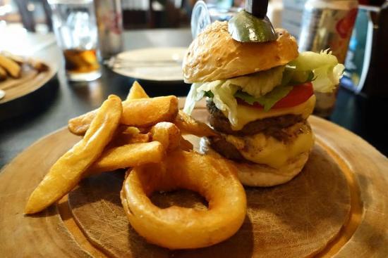 rock-me-burgers-bar